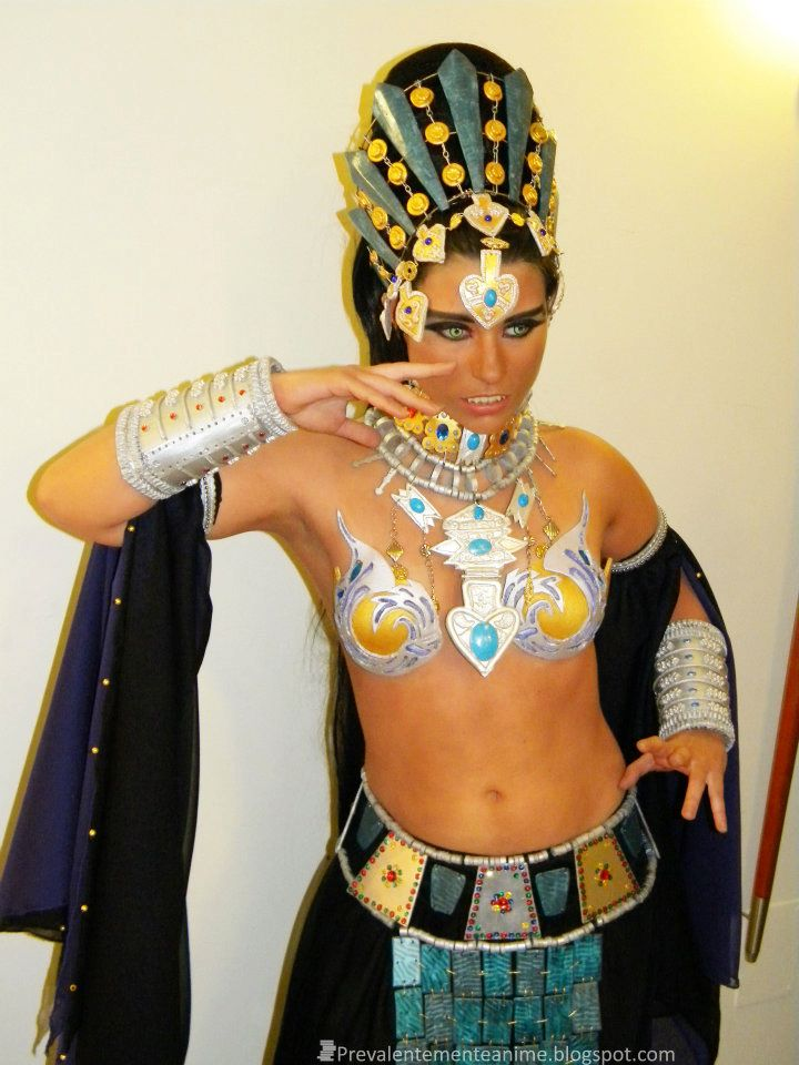 Strapon femdom queen