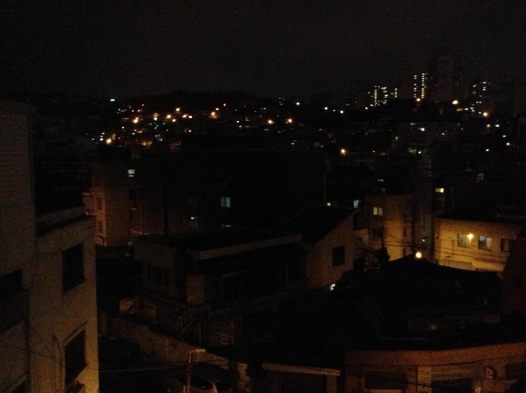 Rooftops by eelstork
