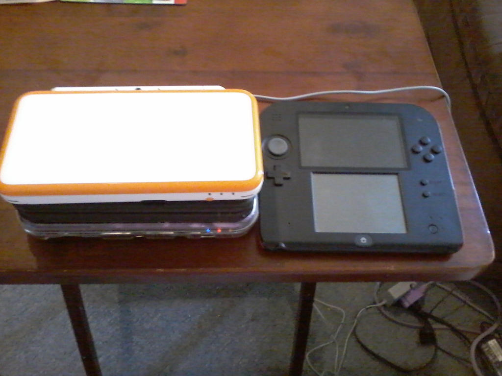 [Image: 2ds_xl_size_comparison_by_queenzelda01-dclbj5m.jpg]