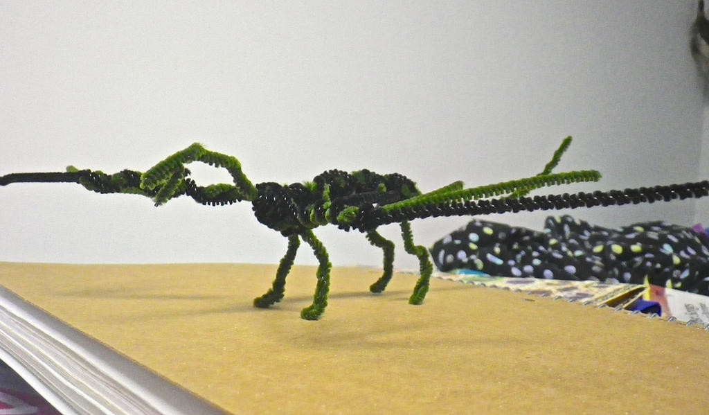 Pipe-cleaner Dragon (Side View) by Kaniai