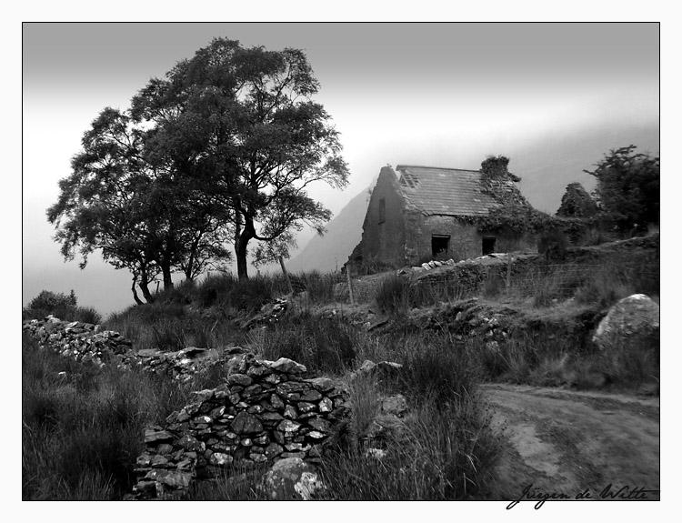 Part 14 / 10 Abandoned_farm_in_county_Kerry_by_Meneerofongeveer