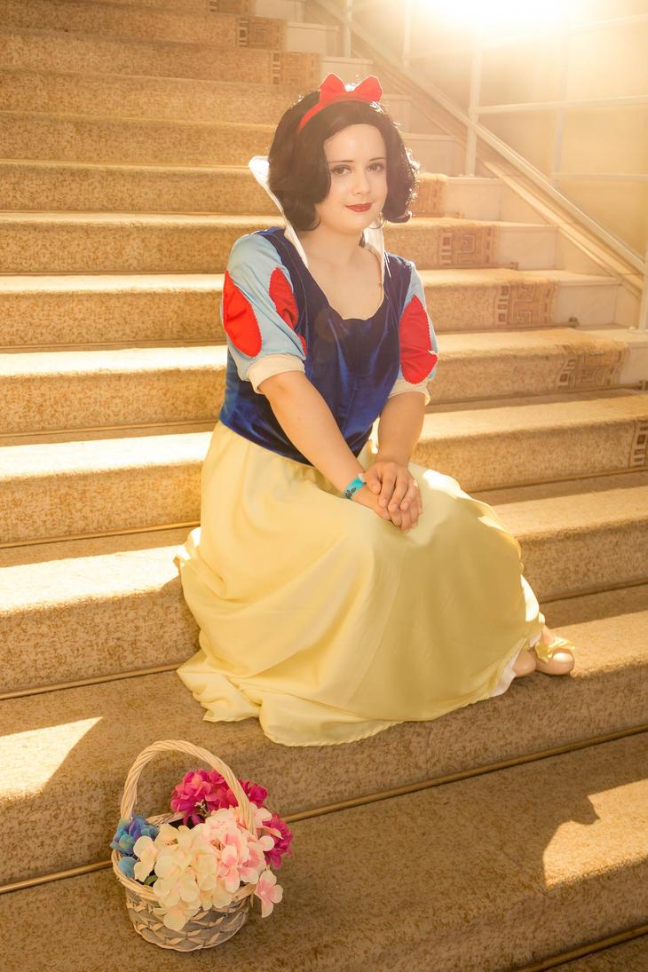 Smiling princess by Galatea-san