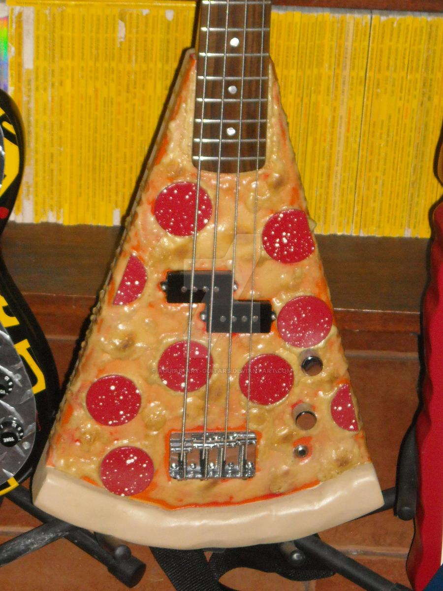 Baixos diferentes e exóticos. - Página 3 Pizza_bass_by_aguiar_art_guitars_d5aihr8-fullview.jpg?token=eyJ0eXAiOiJKV1QiLCJhbGciOiJIUzI1NiJ9.eyJzdWIiOiJ1cm46YXBwOiIsImlzcyI6InVybjphcHA6Iiwib2JqIjpbW3sicGF0aCI6IlwvZlwvOTMzYWNmMTctZTc1OS00MDRhLWE5MmItOGM0OTk2ODYyNTRjXC9kNWFpaHI4LWQxZjUyZTRhLTJlOTktNDU5ZC04ZTRjLWZhMzBjZTkyMDcyMC5qcGciLCJoZWlnaHQiOiI8PTEyMDAiLCJ3aWR0aCI6Ijw9OTAwIn1dXSwiYXVkIjpbInVybjpzZXJ2aWNlOmltYWdlLndhdGVybWFyayJdLCJ3bWsiOnsicGF0aCI6Ilwvd21cLzkzM2FjZjE3LWU3NTktNDA0YS1hOTJiLThjNDk5Njg2MjU0Y1wvYWd1aWFyLWFydC1ndWl0YXJzLTQucG5nIiwib3BhY2l0eSI6OTUsInByb3BvcnRpb25zIjowLjQ1LCJncmF2aXR5IjoiY2VudGVyIn19