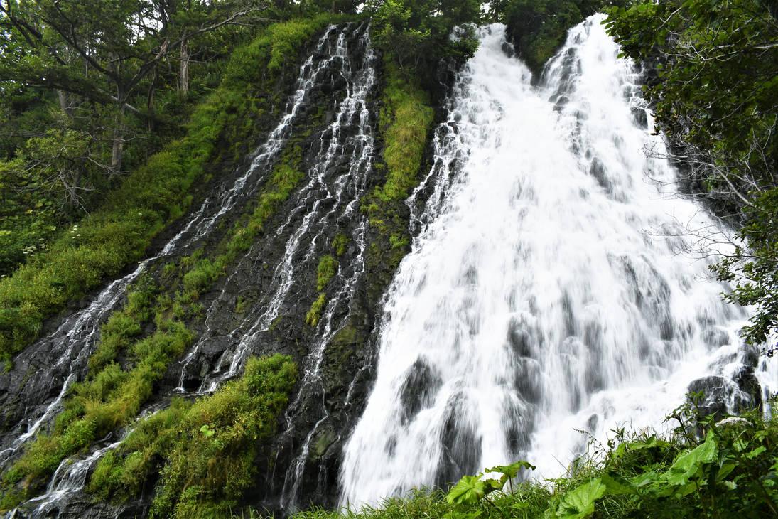 Oshinkoshin Waterfall by Furuhashi335