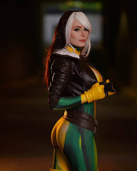Rogue X-Men by Jenna Lynn Meowri @ San Diego Comic