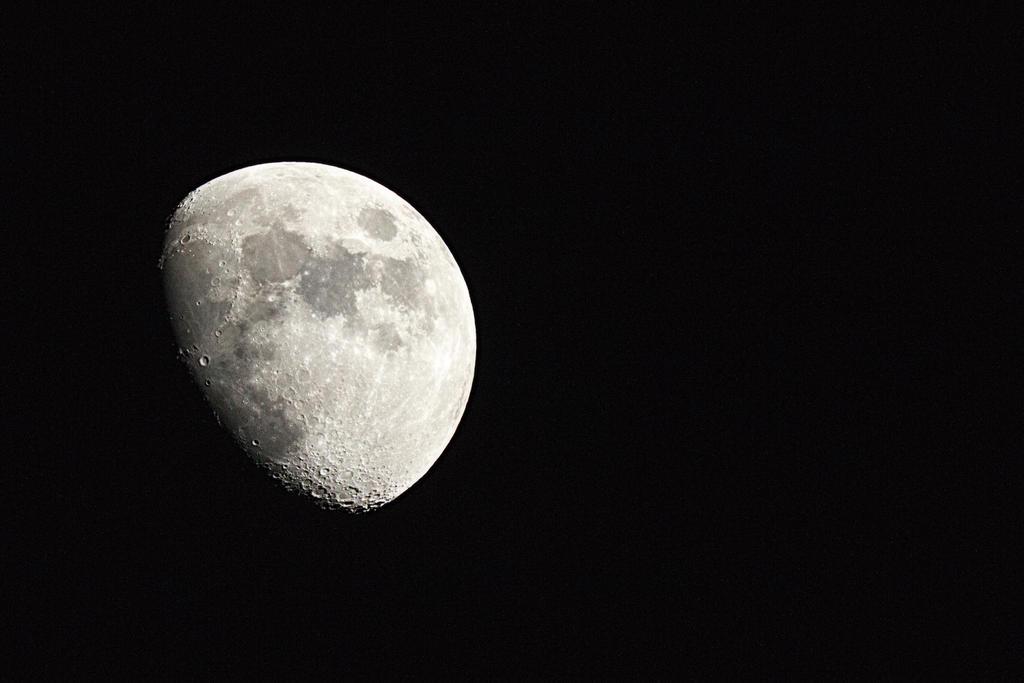 The Moon by zantri