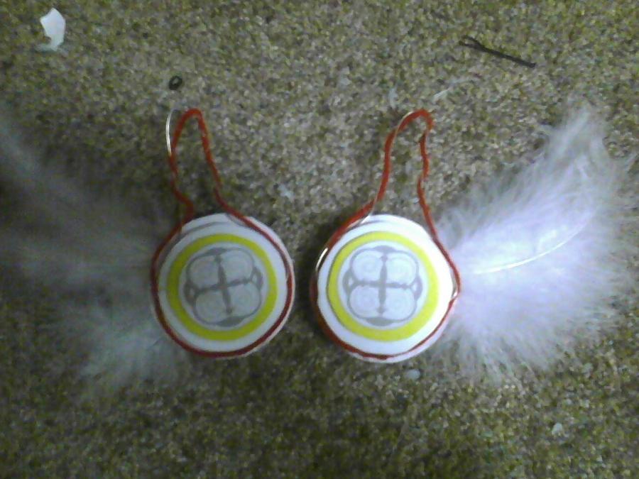 White Magnet Headphones by DramaKana26