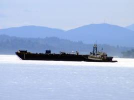 Tugboat hard at work by demenshia