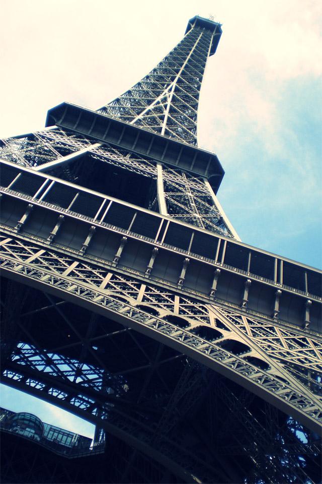iPhone Wallpaper: Tour Eiffel by getILLUSIONIZED on DeviantArt
