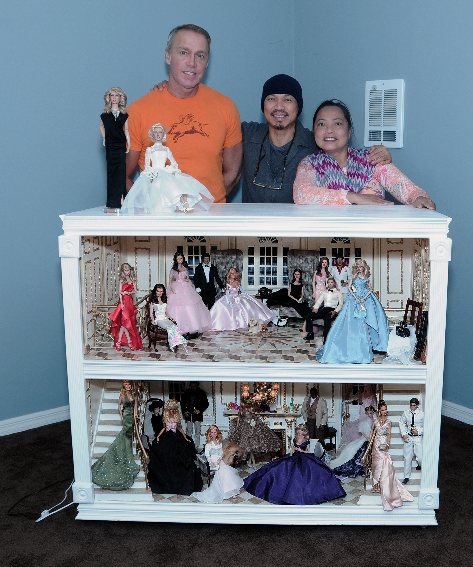 Custom celebrity dolls hollywood mansion party by noeling for Hollywood mansion party rental