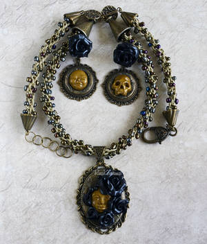 Jewelry Set with Roses and Faces by AlterDoll