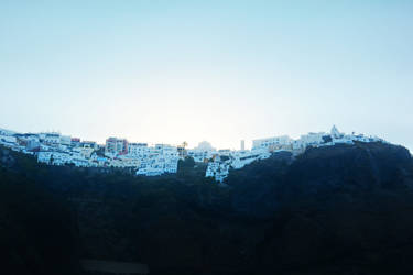 Santorini by travelie