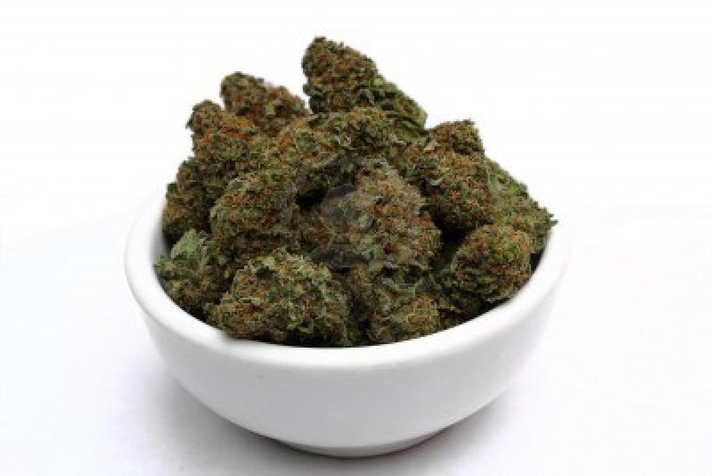 8192746-marihuana-cannabis-bud-bis-zu-schliessen-z by gesunde-hanfsamen-ka