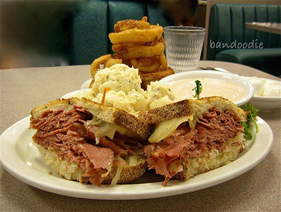 Reuben Sandwich by bandoodie