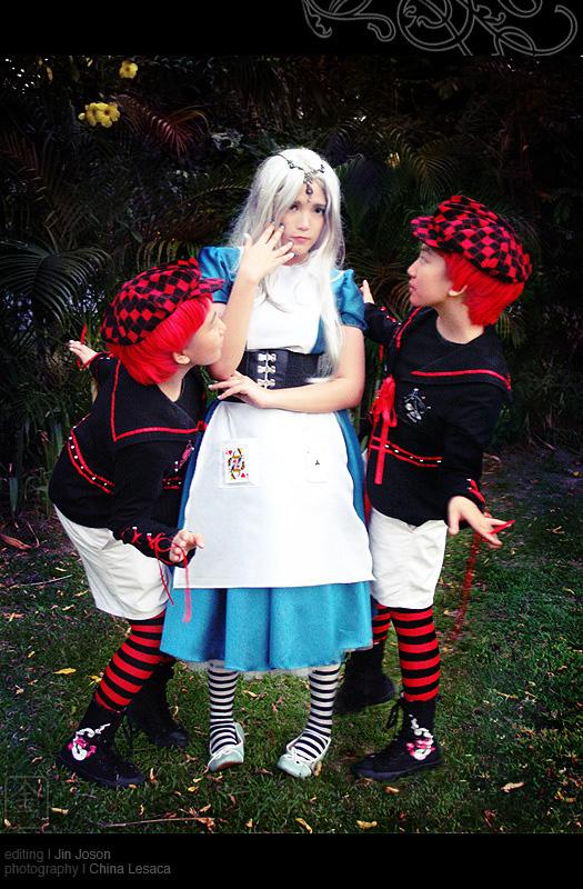 Alice au pays des merveilles iel Tweedledee_and_Tweedledum_by_behindinfinity