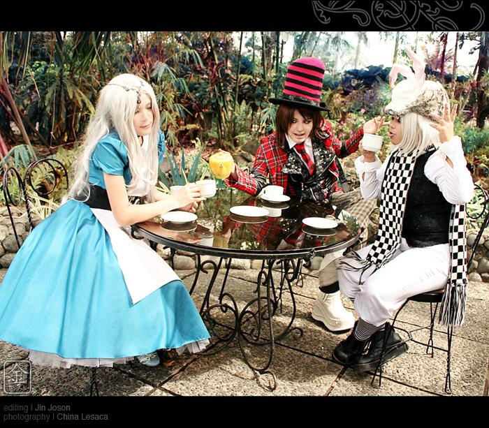 Alice au pays des merveilles iel A_Mad_Tea_Party_by_behindinfinity