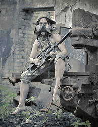 Girl and gun by ohlopkov