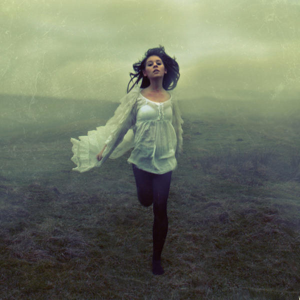 картинки девушка бежит от парня