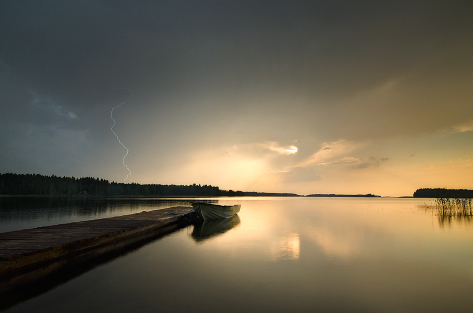 Light and Lightning by MikkoLagerstedt