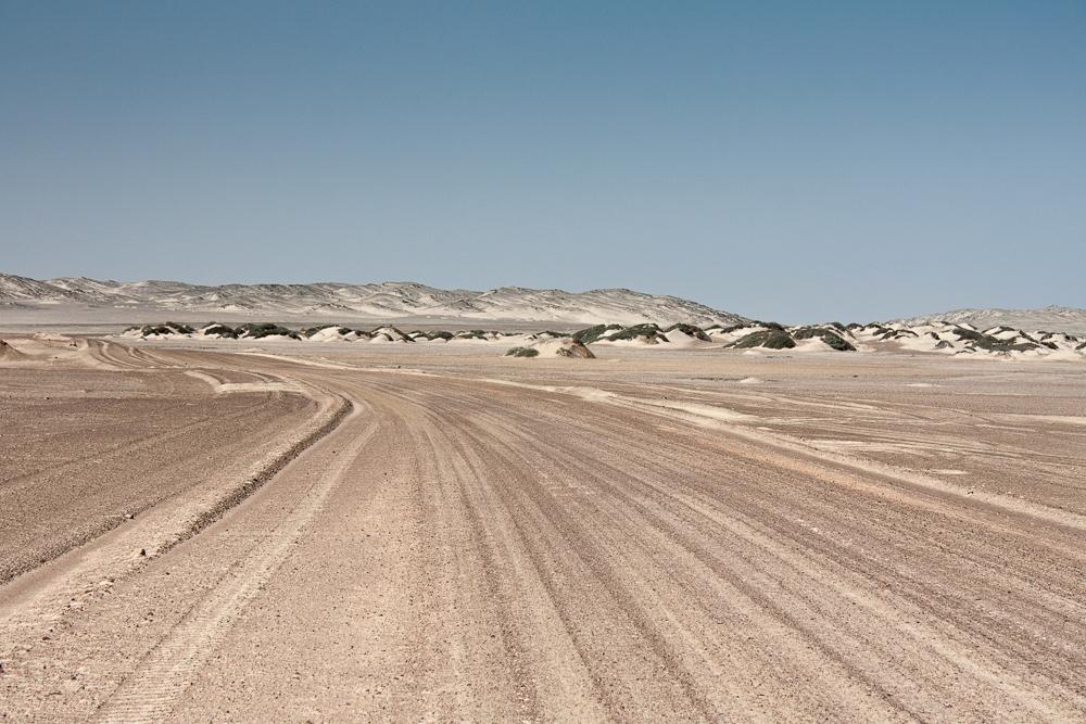 Skeleton coast road by ukwreckdiver