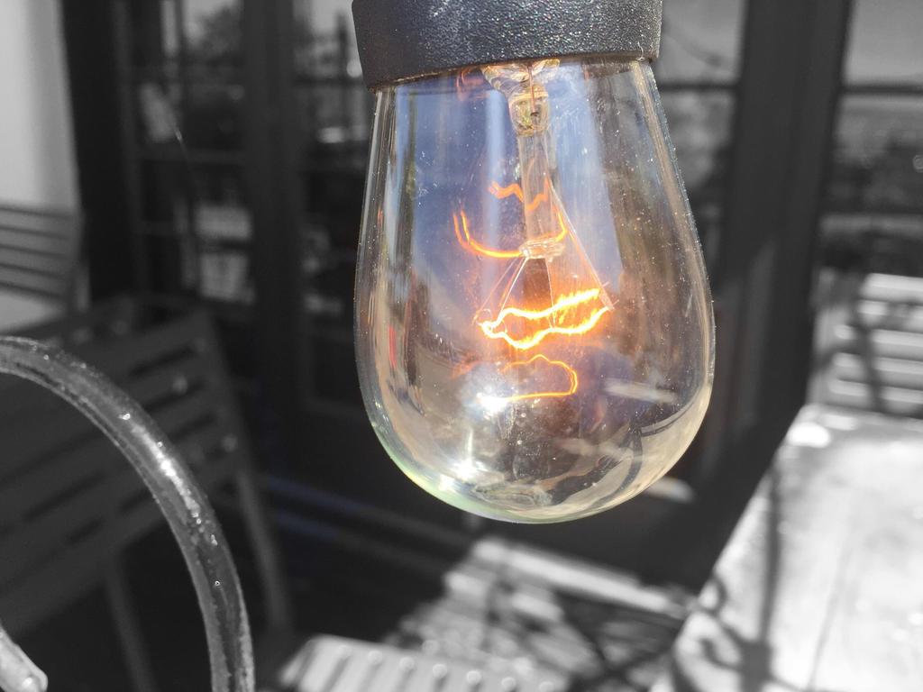 Light bulb  by LexiDaPotatoArtist
