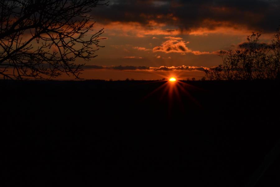 Setting Sun by Iron-Star