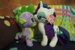 Rarity kisses Spike