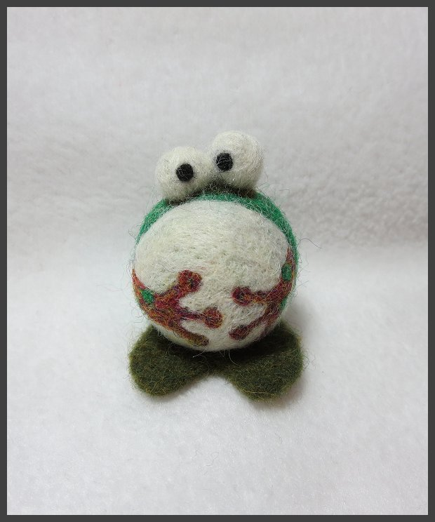 Needle felted frog by kamidake