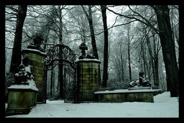 At the gate's of... by Levolas
