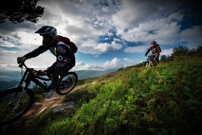 Bicimontaña wallpapers Downhill_I_by_ToWelcomeTheFade