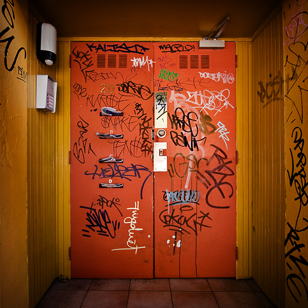 Grimetown: Orange Door by meemo