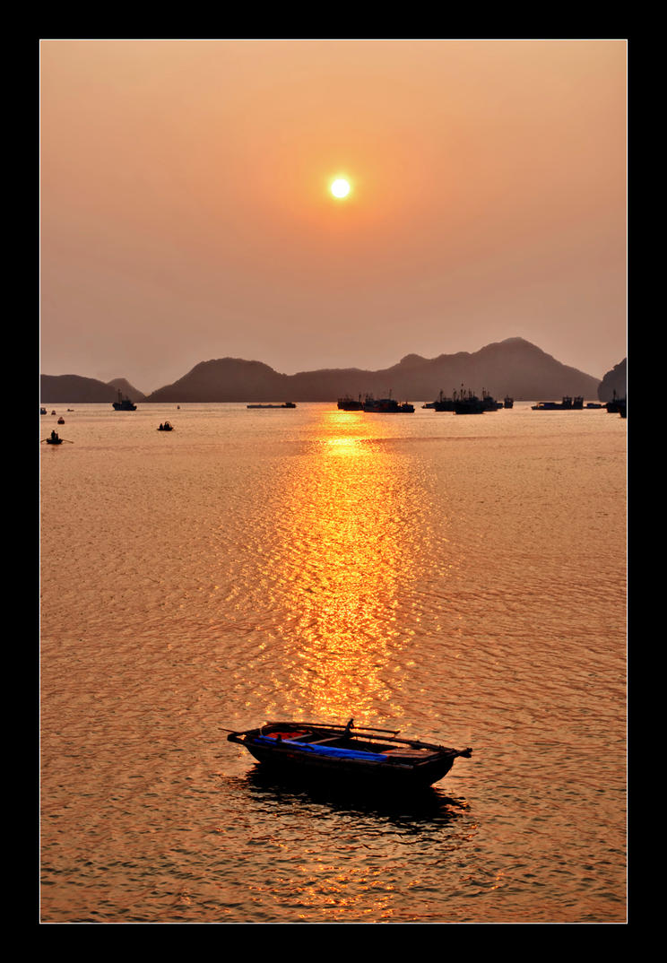 Cat Ba Sunsets by WiDoWm4k3r