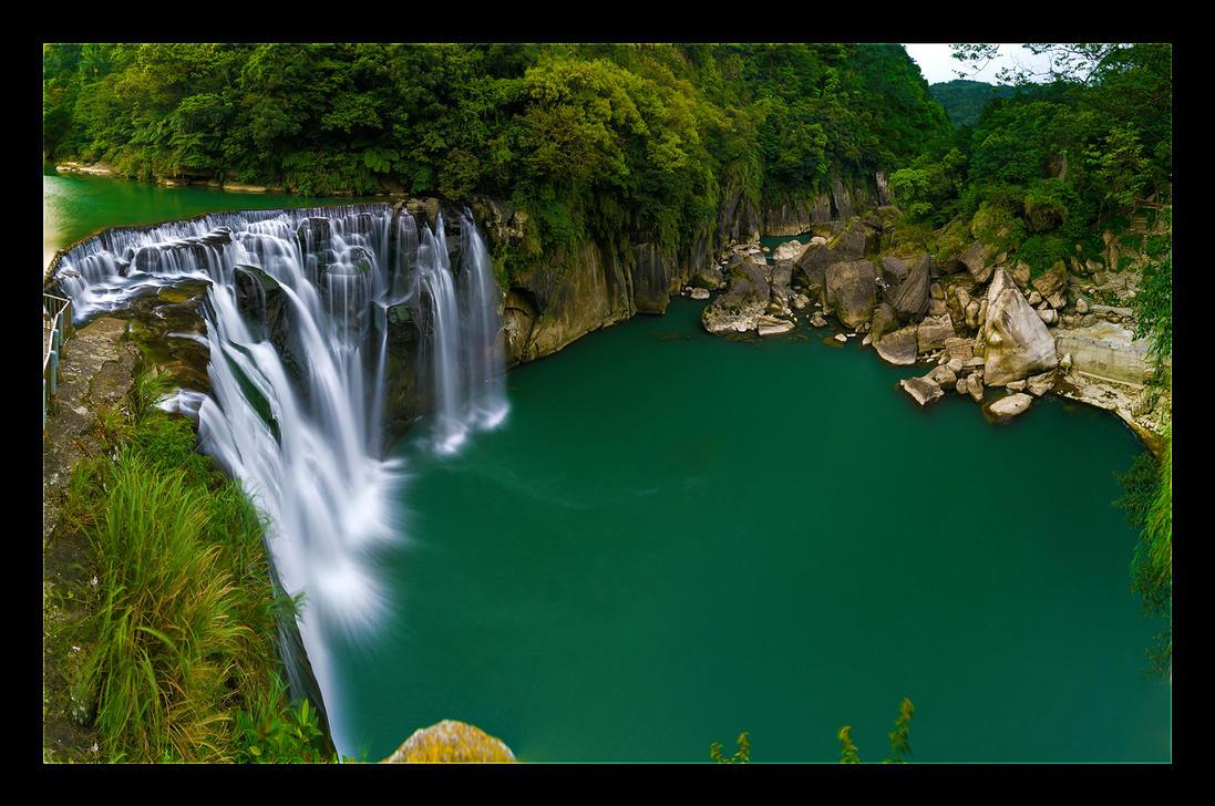 Green Water Hole by WiDoWm4k3r