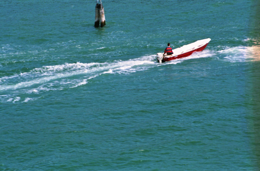 Barca a Venezia by N1cn4c