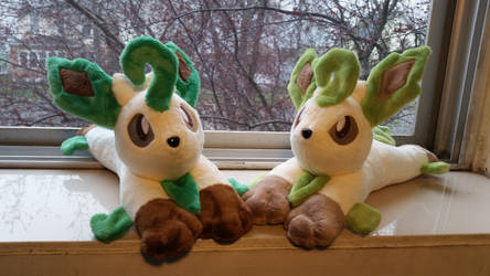 Leafeon and Shiny Leafeon by Yunalicia