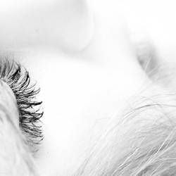 Shut your eyes by iNeedChemicalX
