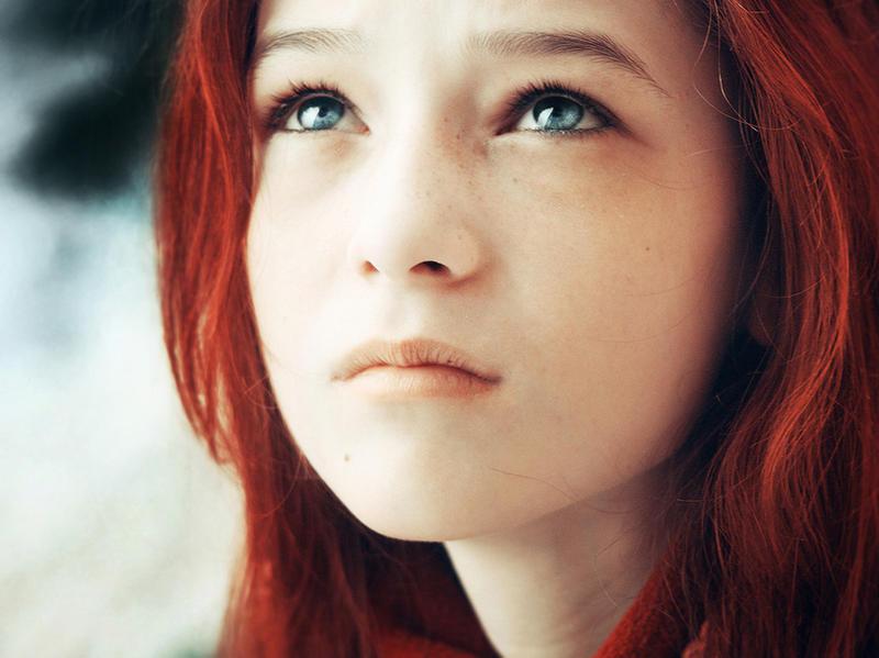 Рыжие волосы и голубые глаза - именно...