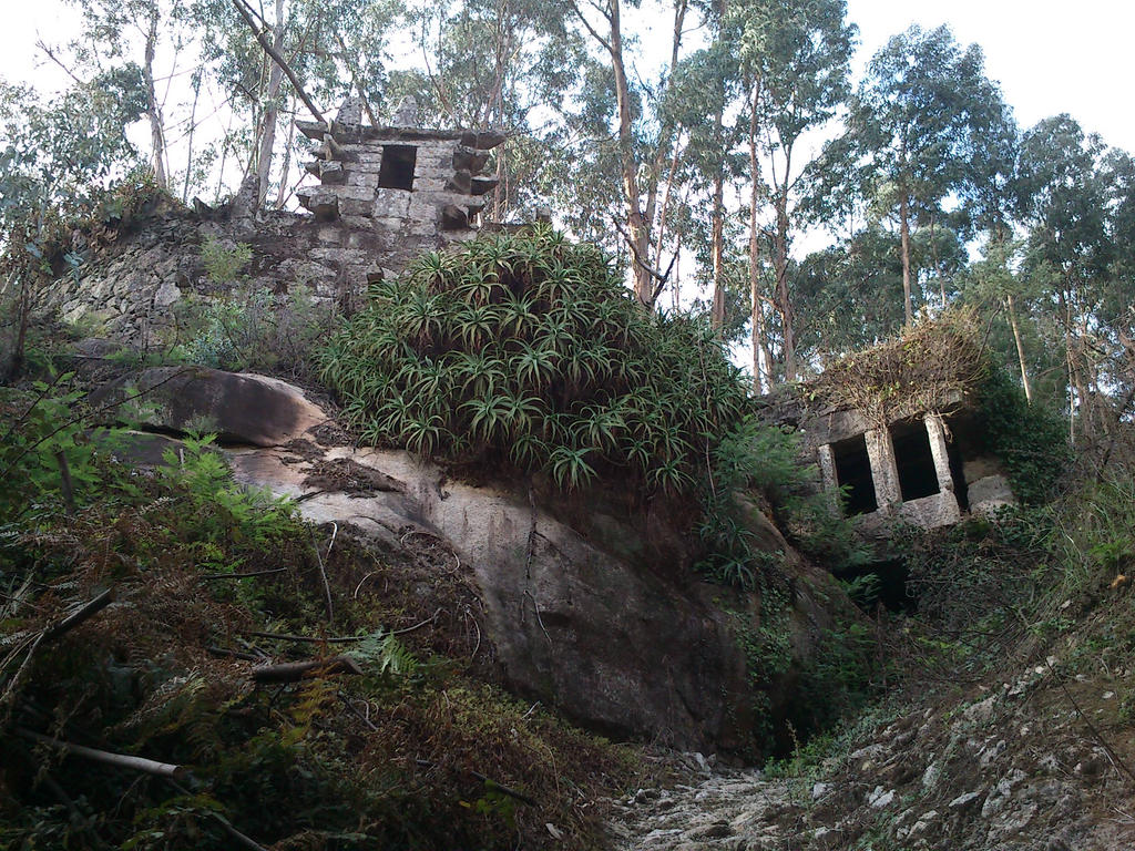 Strange Ruins in Northern Portugal by shadowphoenixpt