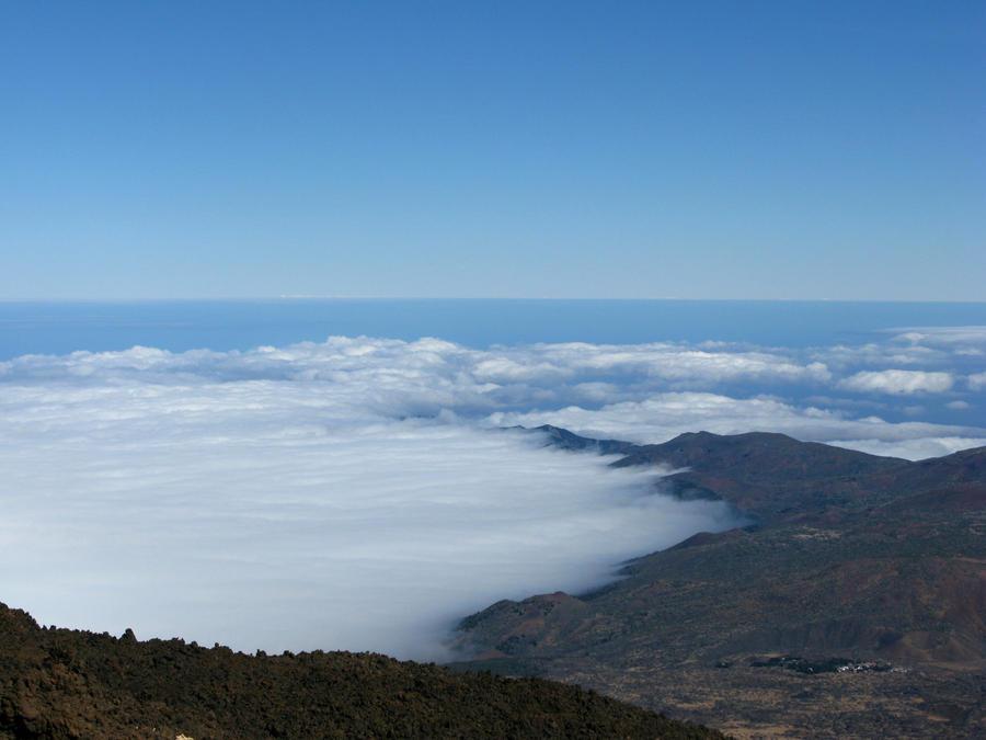 A sea of Clouds by LeiraEnkai