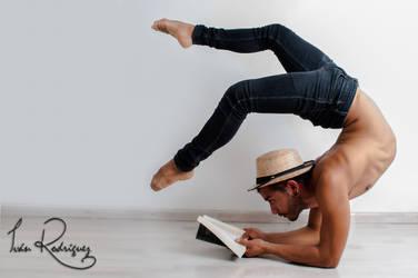 Hugo T. reading