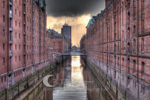 dark hamburg hdr by Mondkringel