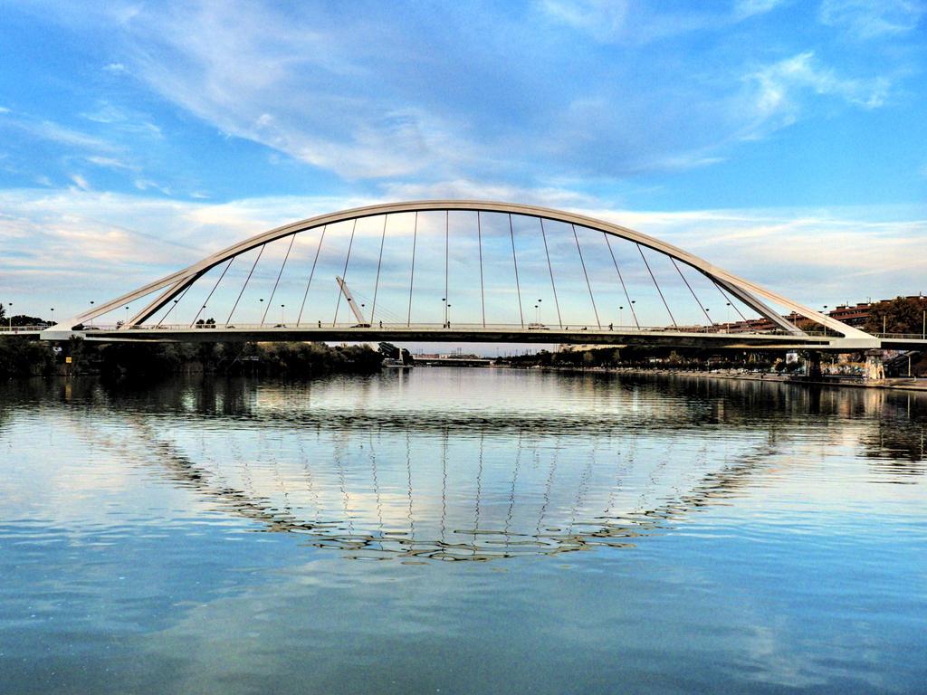 Puente de la Barqueta by elbrujodelatribu