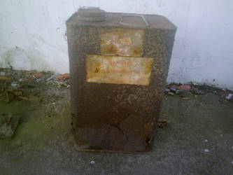 Old gas can - Front