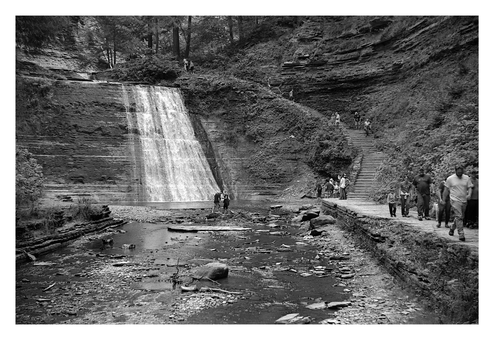 2020-272 Walking the gorge trail
