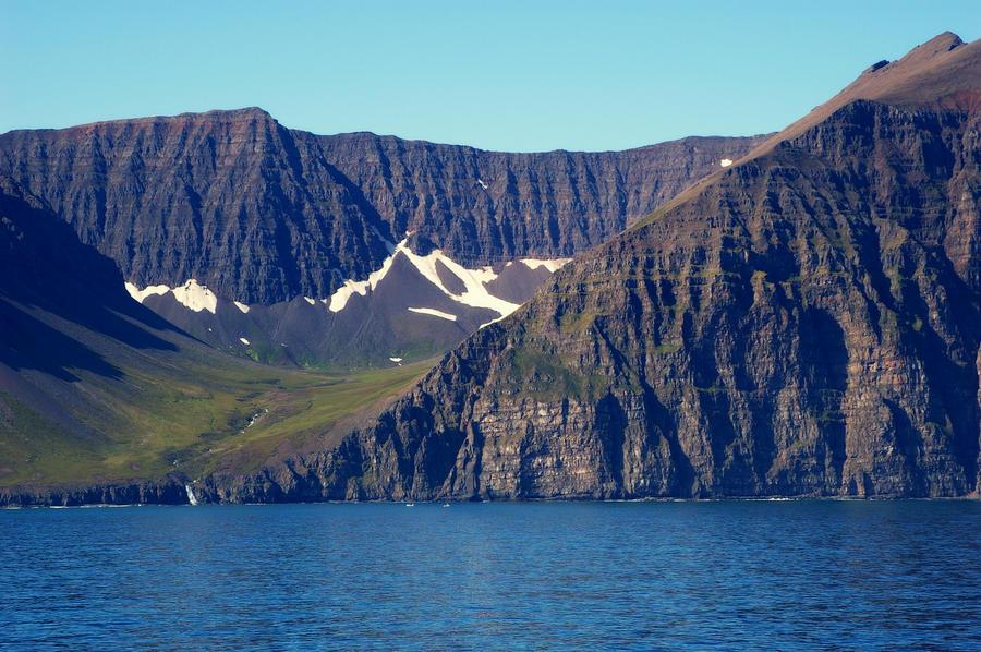 Coast of Iceland by Mittelfranke
