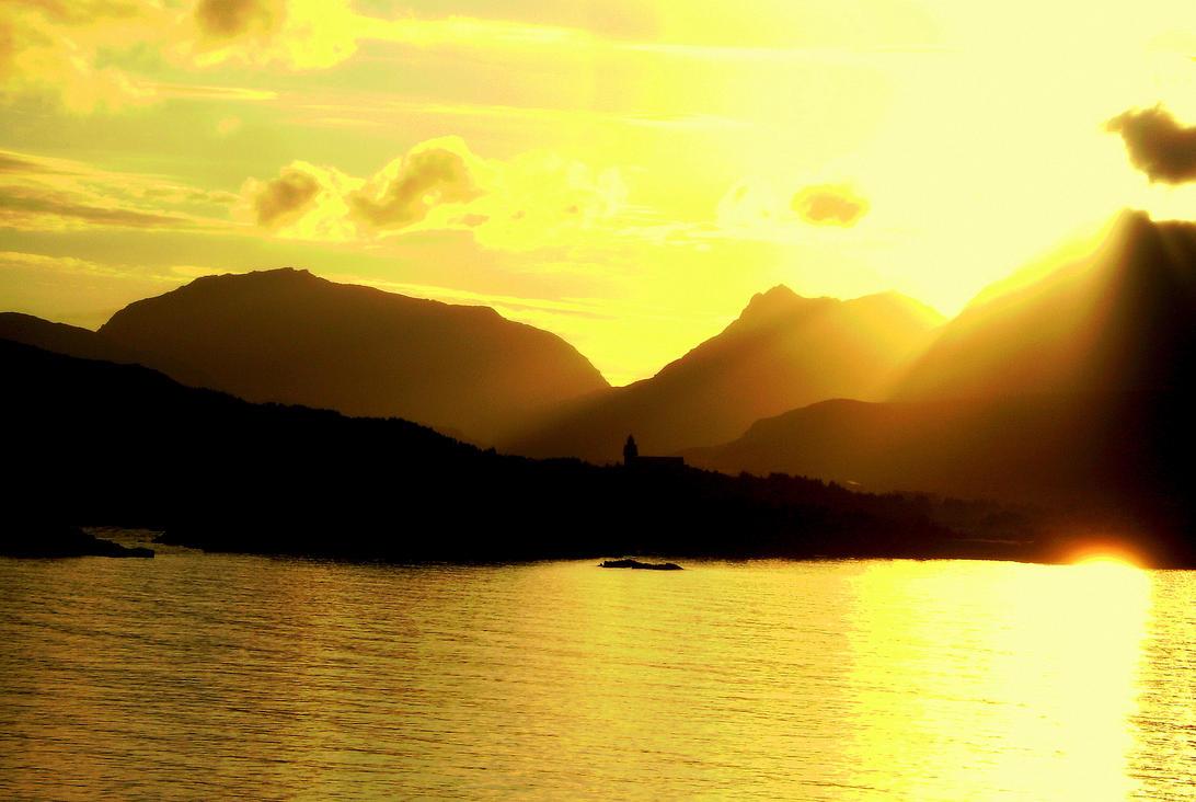 sunset vestvagoy by Mittelfranke
