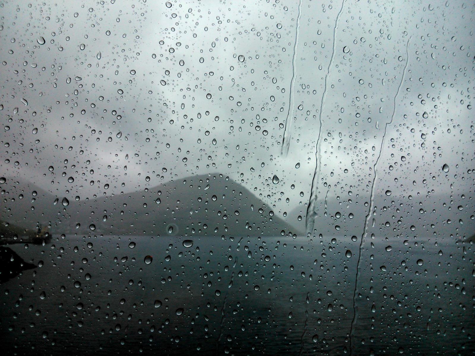 http://img00.deviantart.net/5fb8/i/2014/261/6/1/rain___faroe_islands_by_mittelfranke-d7zmizc.jpg