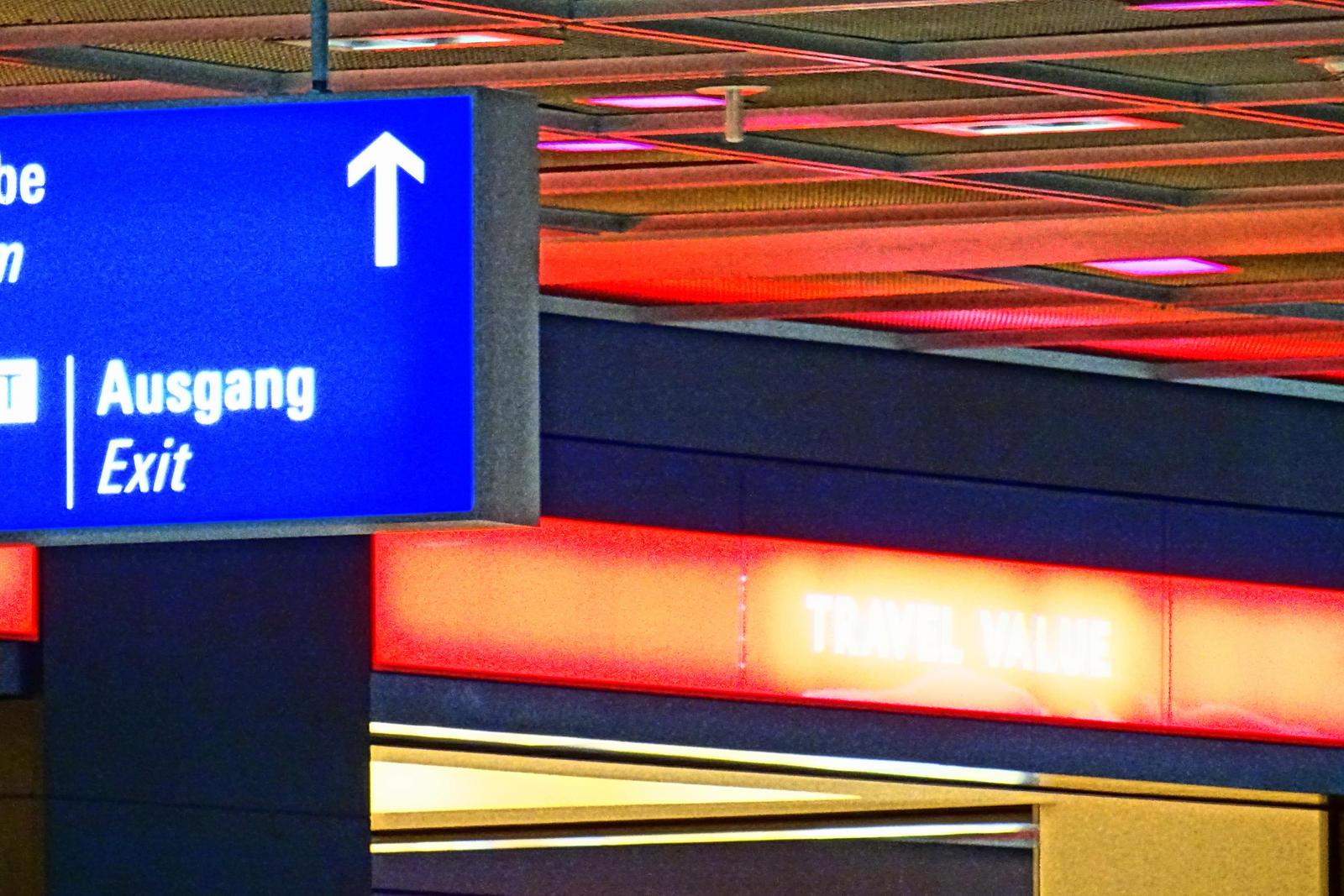 airport by Mittelfranke