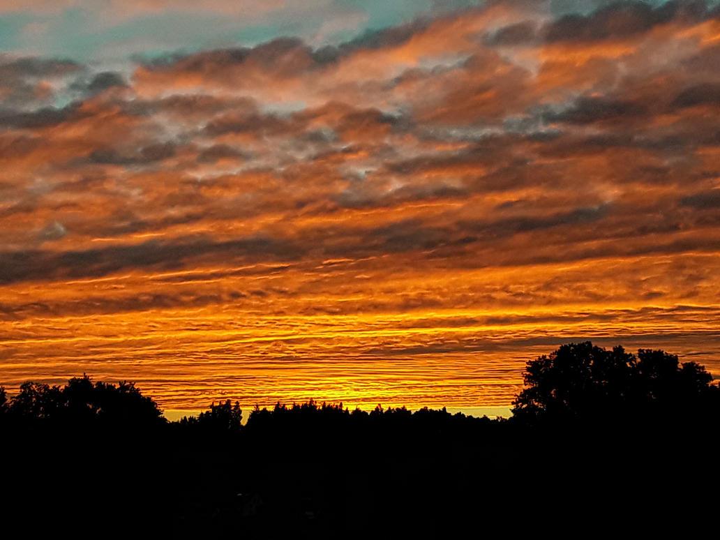 fiery sky by Mittelfranke