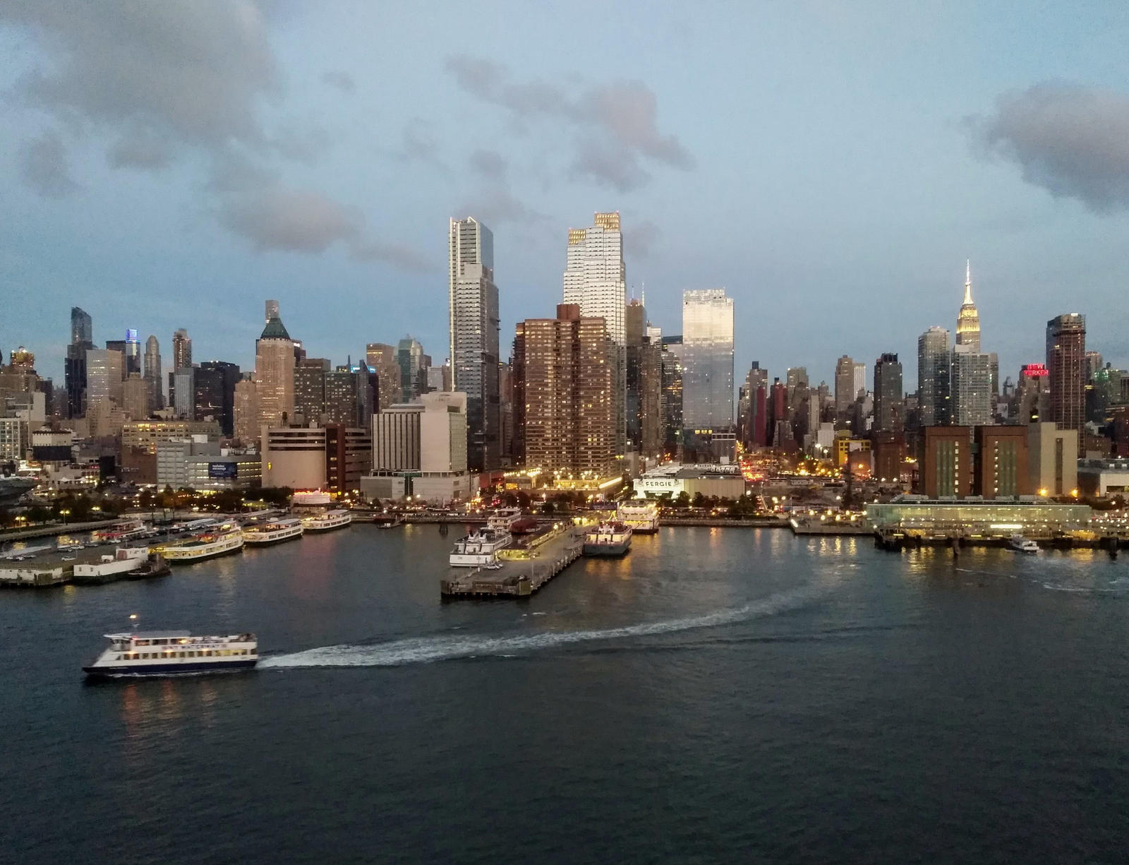 leaving manhattan by Mittelfranke